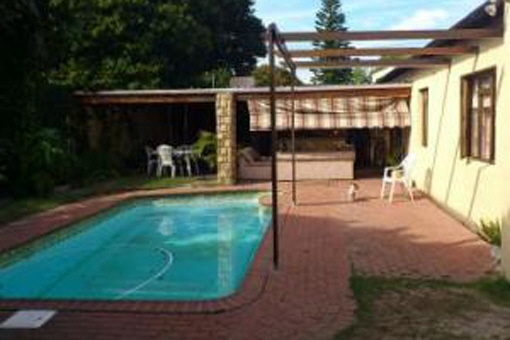 House available in Cape Town, South Africa, with nice rest area with braai and swimming pool